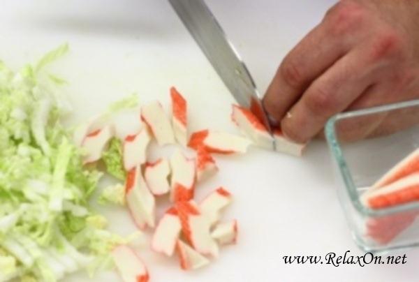 1-Салат из крабовых палочек с пекинской капустой пошагово