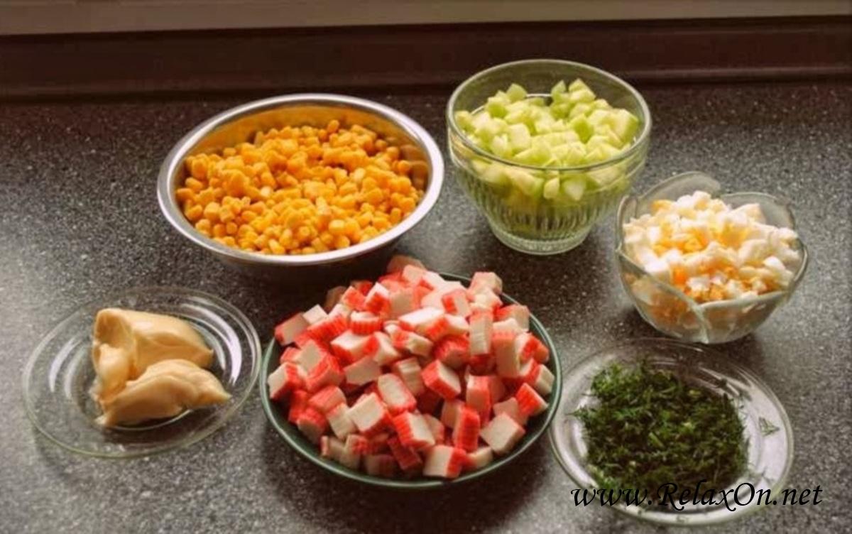 2-Салат из крабовых палочек с кукурузой и огурцом пошагово с фото