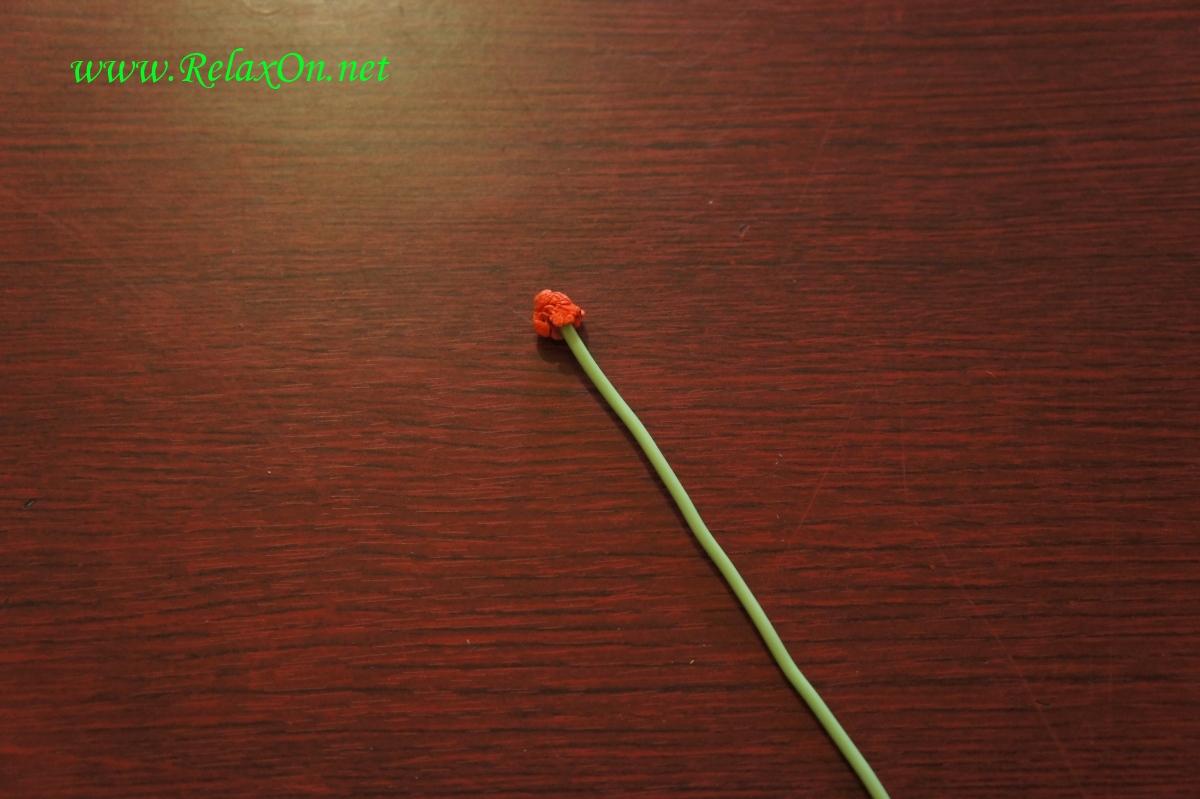 Сердцевина бумажной розы на стебле